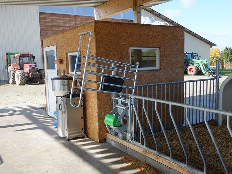 calf feeding box with adjustable frame